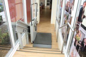 Rollstuhllift Plattformlift für gerade Treppen