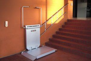 Bilder Rollstuhllift gerade Treppen