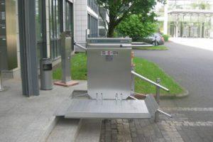 Bilder von Plattformliften für Rollstuhl im Aussenbereich