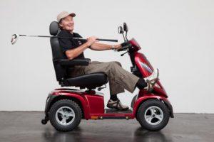 Seniorenmobil mit grossen Rädern für Absätze und Trottoirränder
