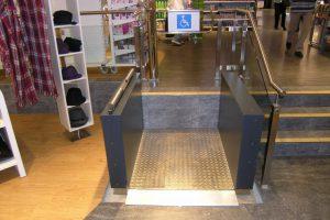 Barrierefreier Hublift für Rollstuhl aus Edelstahl für Zugang zu Ladenlokal
