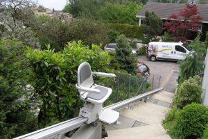 Treppenlift im Aussenbereich über Gartentreppe