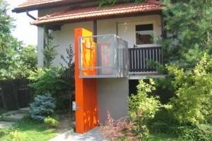Aussenlift mit Plattform für Rollstuhl, Zugang über Balkon