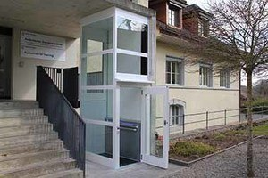 Homelift aussen rollstuhlgerechter Zugang zu Gebäude