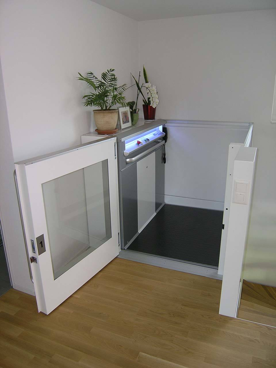 Homelift ohne Dachaufbau in Einfamilienhaus Neubau
