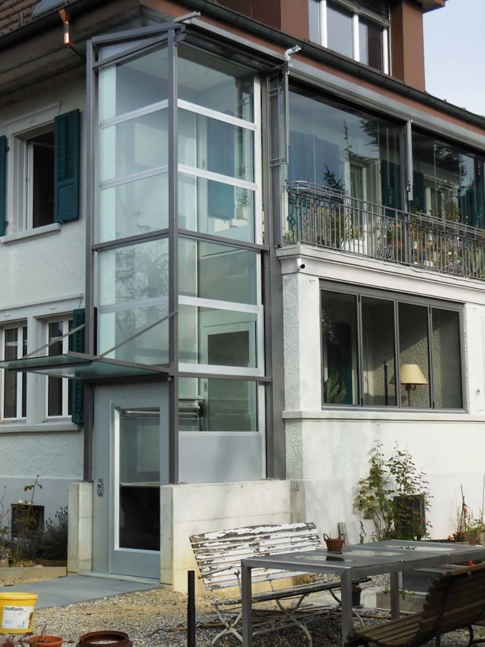 Nachträglicher Anbau Aussenlift mit Zugang über Balkon