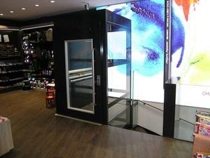Erschliessung Verkaufsfläche UG mit nachträglichem Lifteinbau über Deckendurchbruch