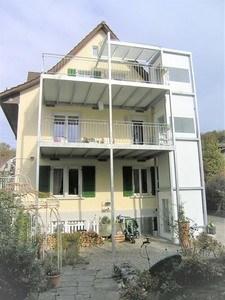 Erschliessung der oberen Etagen über Balkon mit Homelift Kalea A4