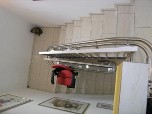 Treppenlift Innenläufer mit 180°-Kurve, enge Treppe, minimaler Platzbedarf
