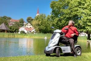 Elektrofahrzeug für Senioren GC-9, grosse Reichweite, mit grossen Rädern auch abseits der Strasse sicher unterwegs
