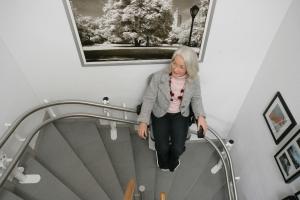 Treppenlift Hiro 160, über 2 Kurven zu je 90 Grad, Ansicht von oben
