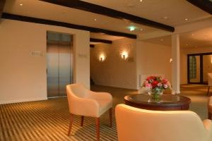 Kabinenlift in Hotel, Einbau in bauseitig erstellten Liftschacht, Neubau
