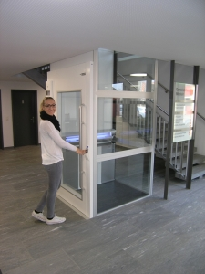Homelift Kalea A4 ohne Liftschacht, Ruf über Drucktaste neben dem Aufzug