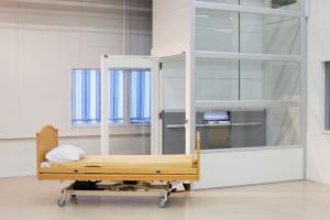 Warenaufzug mit verglastem Schacht in Spital, ohne Schachtgrube