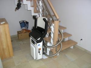 Treppenlift Innenläufer untere Haltestelle, Sitzlift geschlossen