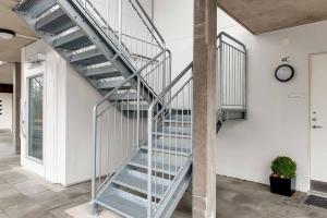 Warenlift nachträglich einbauen lassen bei Privathaus im Aussenbereich, Nutzlast bis 1000 kg