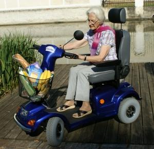 Elektro Scooter GC-8 für Senioren, Einkäufe können bequem im Korb transportiert werden, Geschwindigkeit bis 10 km/h
