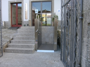 Hebebühne H450, Nullbarriere Zugang zu öffentlichem Gebäude für Rollstühle