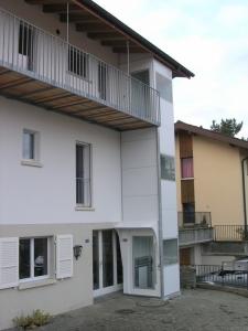 Aussenlift ohne Unterfahrt und ohne Überfahrt, Zugang auf Balkon von Privathaus