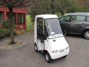 Elektrofahrzeug für Erwachsenen GC solo, mit geschlossener Kabine, bietet immer ein Dach über dem Kopf