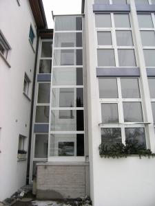 Nachträglicher Anbau eines Aussenliftes an Mehrfamilienhaus, über 4 Etagen geführt