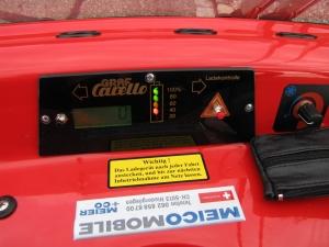 Armaturenbrett des Seniorenmobil GC solo, mit Batteriestand- und Geschwindigkeitsanzeige