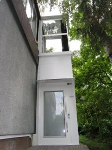 Senkrecht-Auzug Kalea A4, Aussenbereich, nachträglicher Anbau an EFH, Zugang über Terrasse