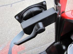 Abschliessbare Türverriegelung des Seniorenmobils GC solo, für eine sicher abgeriegelte Kabine