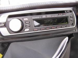 Elektromobil GC solo für Senioren: Ein auf Wunsch eingebautes Autoradio sorgt für Unterhaltung unterwegs