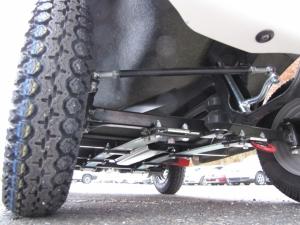 Blick auf das Fahrgestell eines Elektrofahrzeugs für Senioren GC solo, von unten