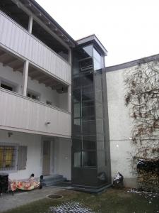 Liftanbau bei Mehfamilienhaus über 3  Stockwerke, ohne Unterfahrt und ohne Überfahrt, im Aussenbereich