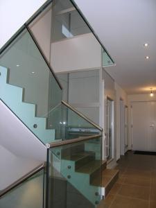 Homelift über 1 Stockwerk, ohne Unterfahrt und ohne Überfahrt, Liftschacht aus Glas