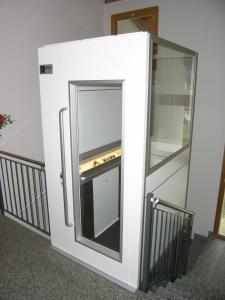 Aufzug im Innenbereich, Mehrfamilienhaus, ohne Unterfahrt und ohne Überfahrt