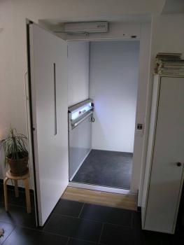 Automatisierte Brandschutztüren auf allen Etagen sorgen für zusätzliche Sicherheit