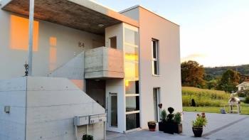 Günstiger Lift beim Neubau eines Zweifamilienhauses im Aussenbereich