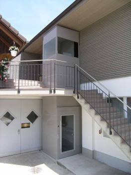 Nachträglicher Anbau eines Aussenliftes in einem Mehrfamilienhaus