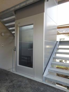 Nachträglicher Anbau eines Treppenturmes bei einem Mehrfamilienhaus