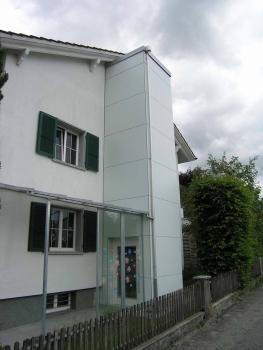 Nachträglicher Anbau eines Aussenliftes bei der Stiftung Jahabe in Leuzingen
