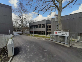 Das Schulhaus Looren in Zürich, wo der Homelift eingebaut wurde.
