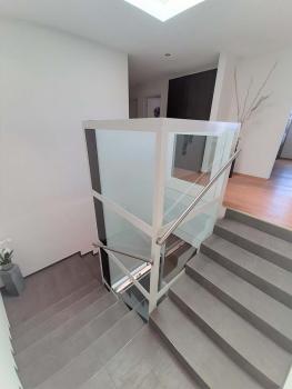 Im Obergeschoss wurde der Homelift ohne Dachaufbau ausgeführt.