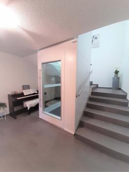 Bereits beim Neubau dieses EFH wurde die Treppe so geplant, dass nachträglich ein Lift eingebaut werden könnte.